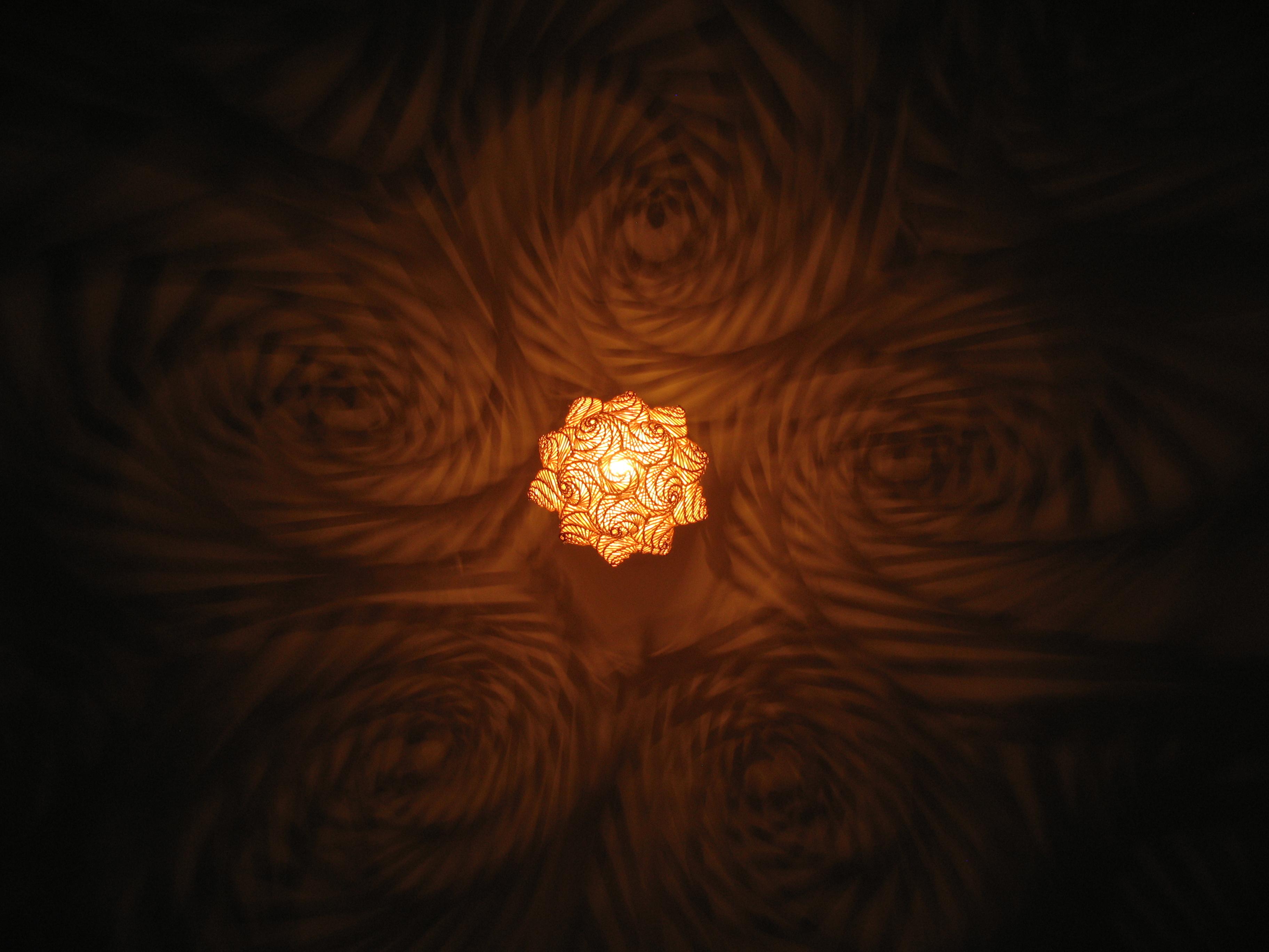 Hexagonlampe Korbsalix Flechtgestaltung